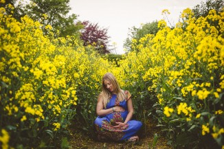 Gorgeous Outdoor Maternity Shoot by Heline Bekker