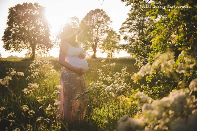 Natural and Beautiful Maternity Photos by Heline Bekker